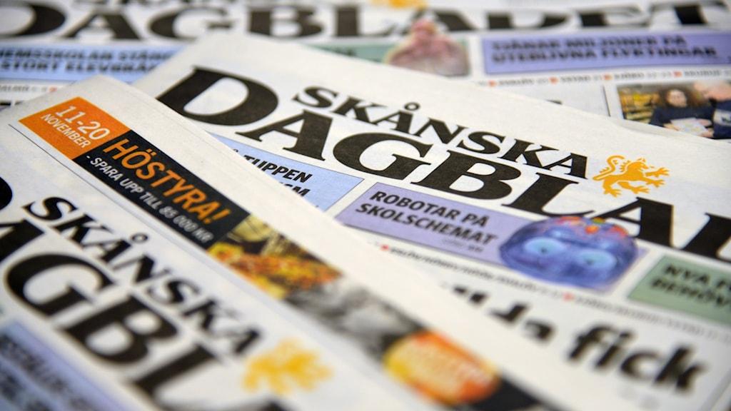 Skånska Dagsbladet i en hög.