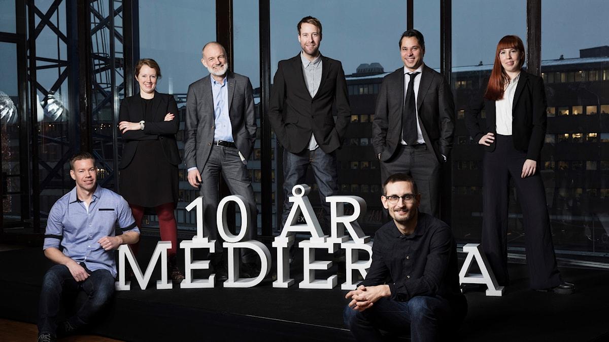 Mediernas redaktion. Fr v Fredrik Nilsson, Therese Rosenvinge, Lars Truedson, Johan Cedersjö, Martin Wicklin, Erik Petersson och Jonna Westin.