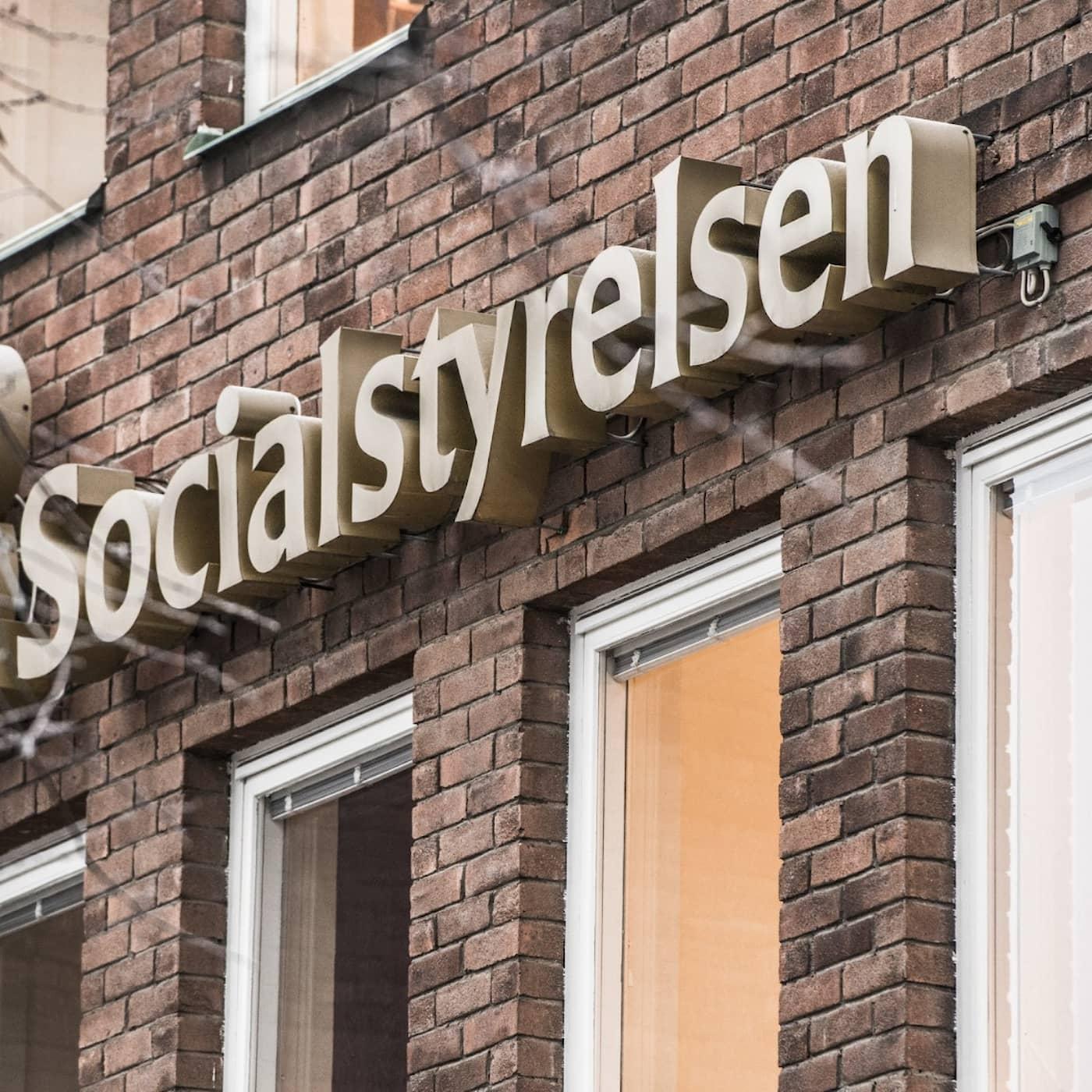 Aftonbladet hänger ut riksdagsman för klansamröre, Anklagande utpekanden i snåriga familjehistorier, Krislagar används för coronasekretess