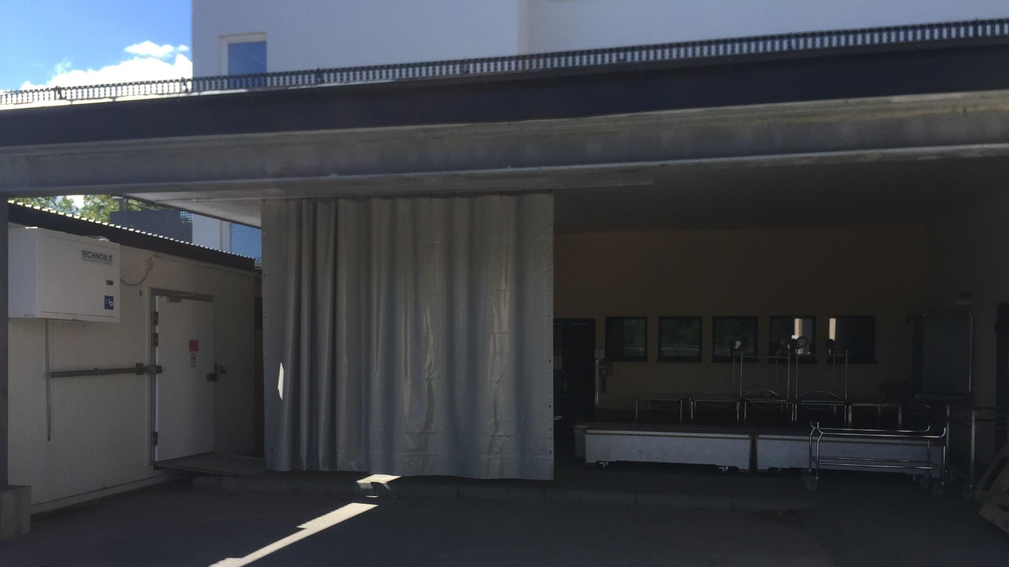 UNT spred bilden att bårhus förvarade kroppar på lastkaj, nätjättar i USA agerar mot hatiskt innehåll och Ebbe Carlsson-affären 1988