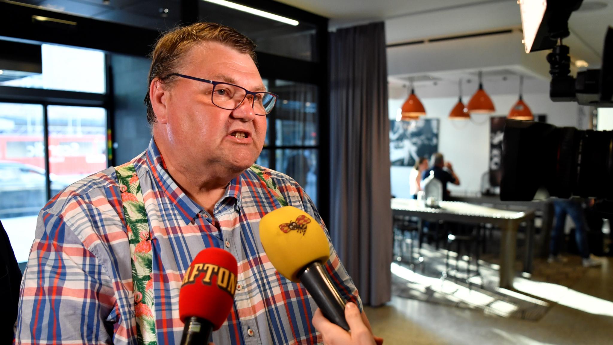 Sverigedemokratisk motattack, ommöblering i svenska dagstidningsägandet får konsekvenser, ständigt prisregn över skrytsamma medier