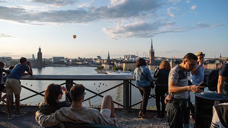 Vi är ditt sällskap på väg hem. Här hör du dagens viktigaste händelser, spännande gäster varvat med Stockholmstips inför kvällen.