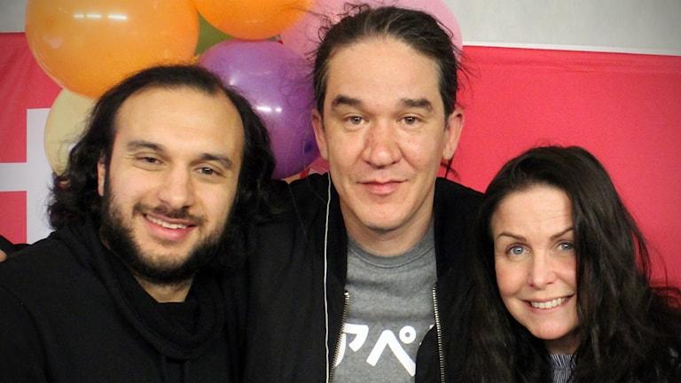 Daniel Espinosa tillsammans med Farzad Nouri och Titti Schultz.