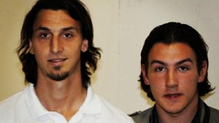 Zlatan Ibrahimović och Anton Picano står bredvid varandra nära en vit vägg.