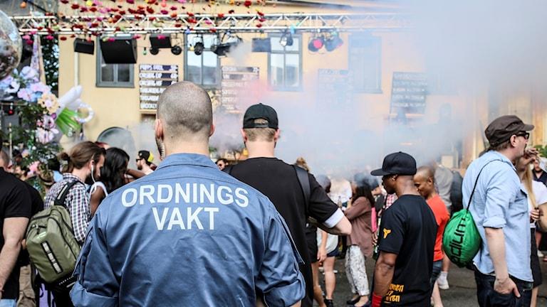 Bild med ordningsvakt från Trädgården 2015.