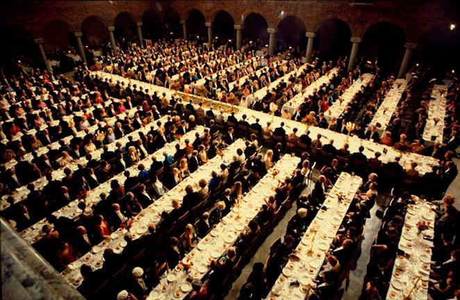 Foto på blå hallen och nobelmiddagen.