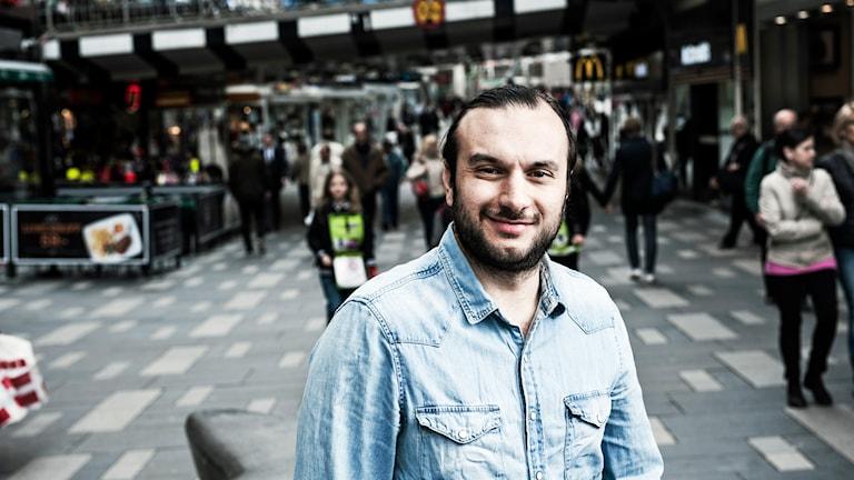 Farzad Nouri i P5 STHLM. Foto: Sveriges Radio.
