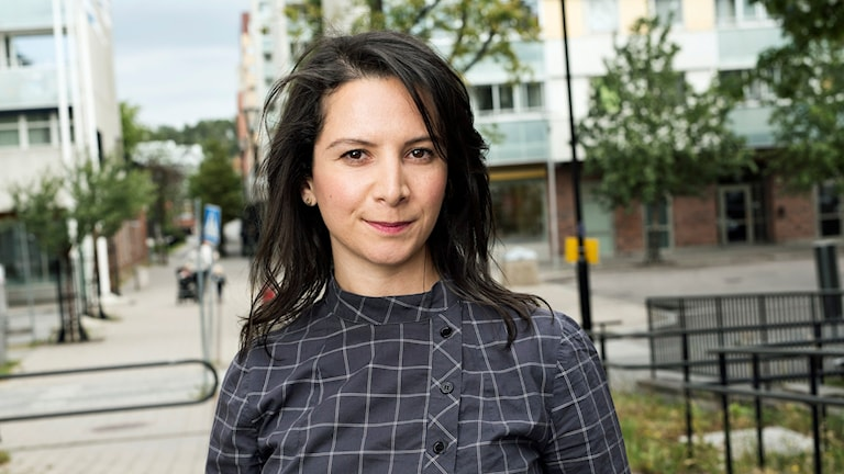 Christy Chamy, reporter på Järvafältet för P4 Stockholm och P5 STHLM. Foto: Mattias Ahlm/Sveriges Radio.