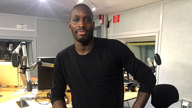 Sadibou Sy gästar P5 STHLM. Foto: Robert Bendtlinder/Sveriges Radio