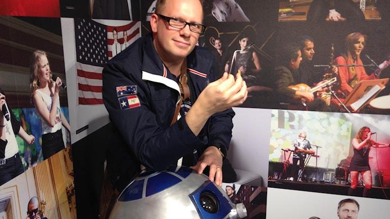 Micke Askernäs, R2-D2 och en böjd sked. Foto: Calle Käck/SR
