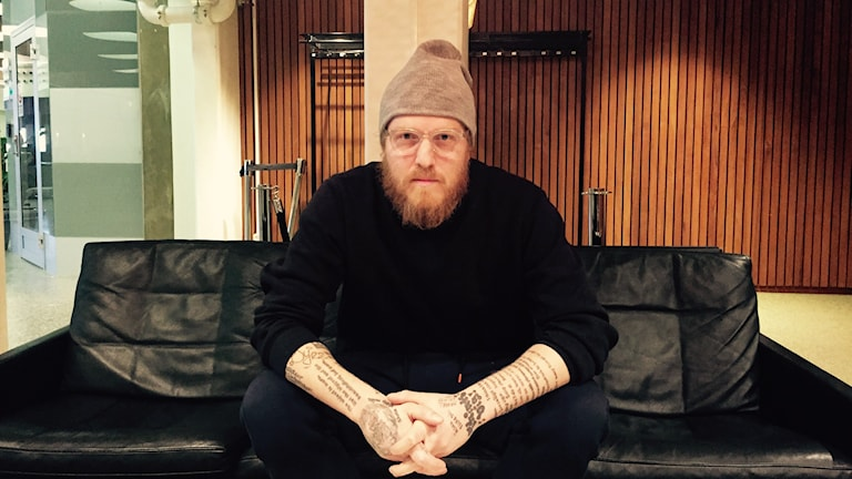 """Konstnären och entreprenören Thomas """"OK OK"""" Gunnarsson. Foto: Mariana Benyamin Sir/Sveriges Radio"""