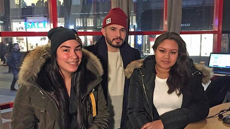 """Ayda Ceesay och Valentina Gonzalez deltog i Konstlangarandan lett av Patricio """"Pato Pooh"""" Silva. Foto: Athena Afshari/Sveriges Radio."""