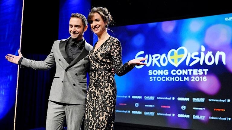 Måns Zelmerlöw och Petra Mede presenterades av SVT som programledare för Eurovision Song Contest i maj. Foto: Jessica Gow / TT