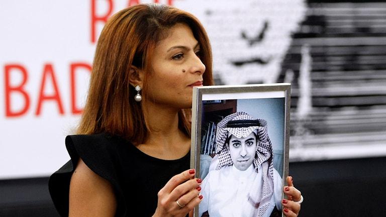 Ensaf Haidar, Raif Badawis hustru, tar emot Sacharovpriset. Foto:  Christian Lutz/AP