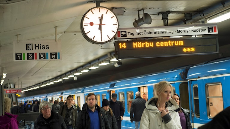 Tunnelbana mot Mörby centrum.