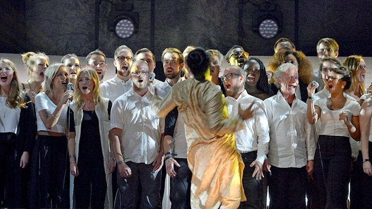 Tensta Gospel Choir under insamlingsgalan Hela Sverige Skramlar