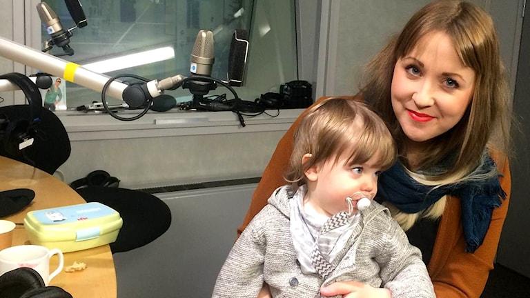 Charlotte Johansson och sonen Rio.