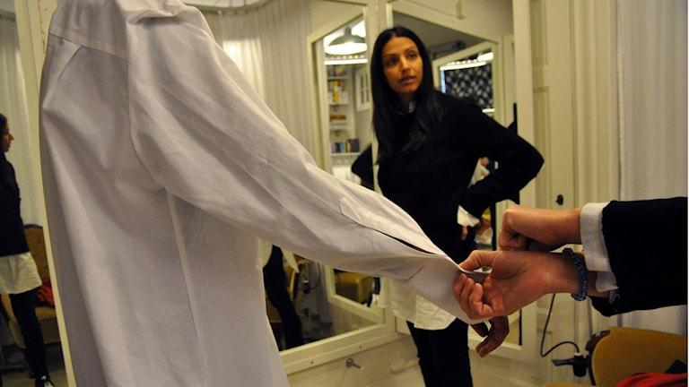 Kostymören och designern Behnaz Aram.