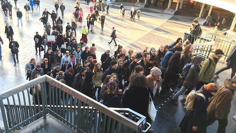 Demonstrationståg på väg mot Nordeas huvudkontor