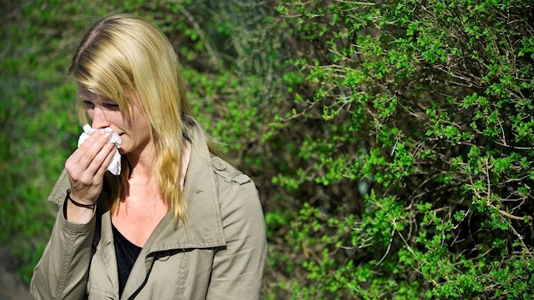 Kvinna med pollenallergi.