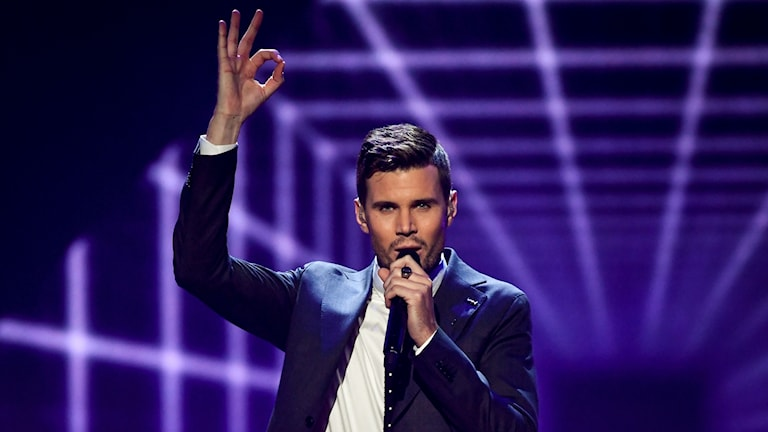 "Robin Bengtsson framför ""I can't go on""."