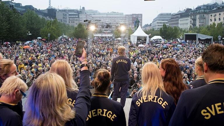 Landslaget firar OS-silvret i Kungsträdgården