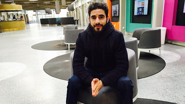 Terrordådet på Drottninggatan fick Mustafa Zatara att tänka om när det gäller polisen. Foto: Rouzbeh Djalaie/Sveriges Radio