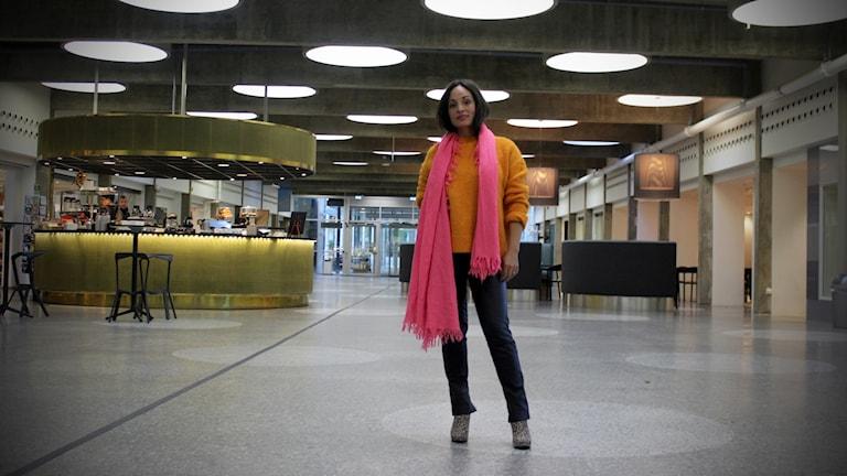Emilia Mitiku i radiohusets hangar.
