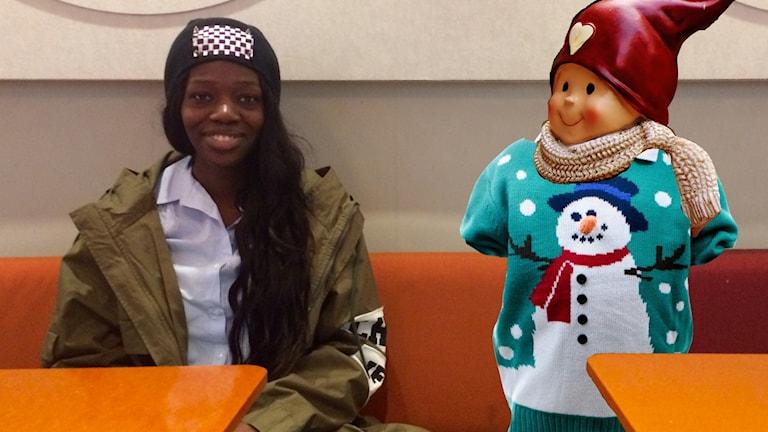 Aysha Jones och en jultröja.