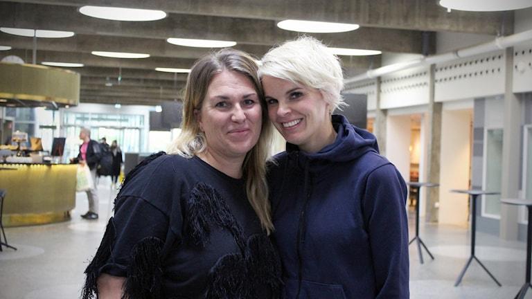 Jenny Öhrn Segolsson och Charlie Michaelsen driver PMS-podden tillsammans.