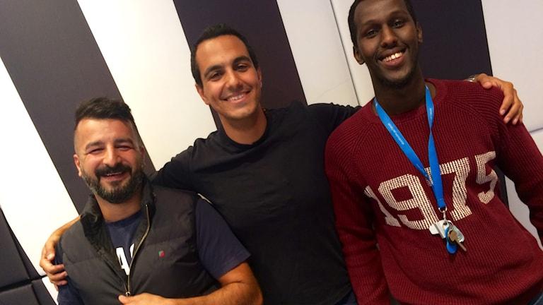 Yusuf Abdullahi, Gurgin och Alan Rossoneri. Foto: Rouzbeh Djalaie / Sveriges Radio.