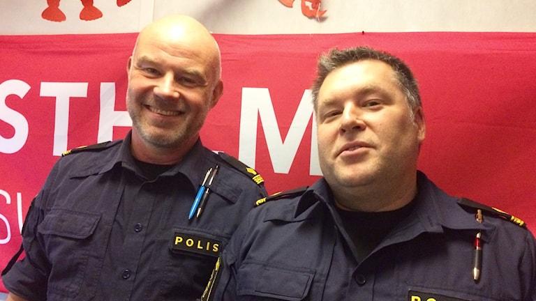 Stans mest rutinerade cykelpoliser Fredrik Hellgren och Krister Drakeklint.