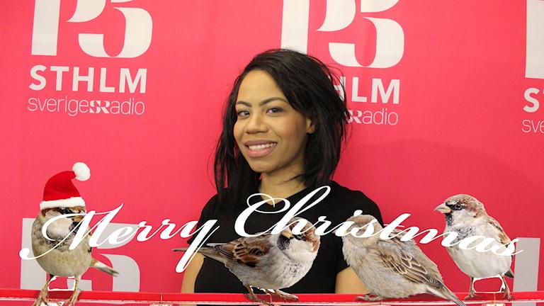Natalia Murobha tillsammans med texten Merry Christmas och några fåglar som jular.