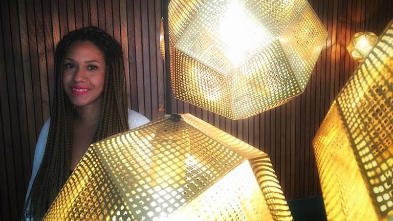 Hennakonstnären Sunny Miyanabe talar om design och hantverk som är på återgång i Sverige.