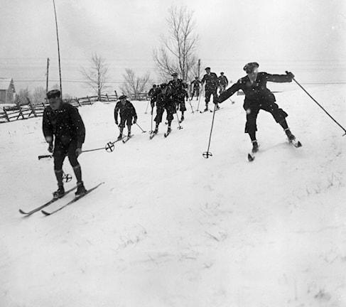 Träning skidåkning inför vinter-os 1932