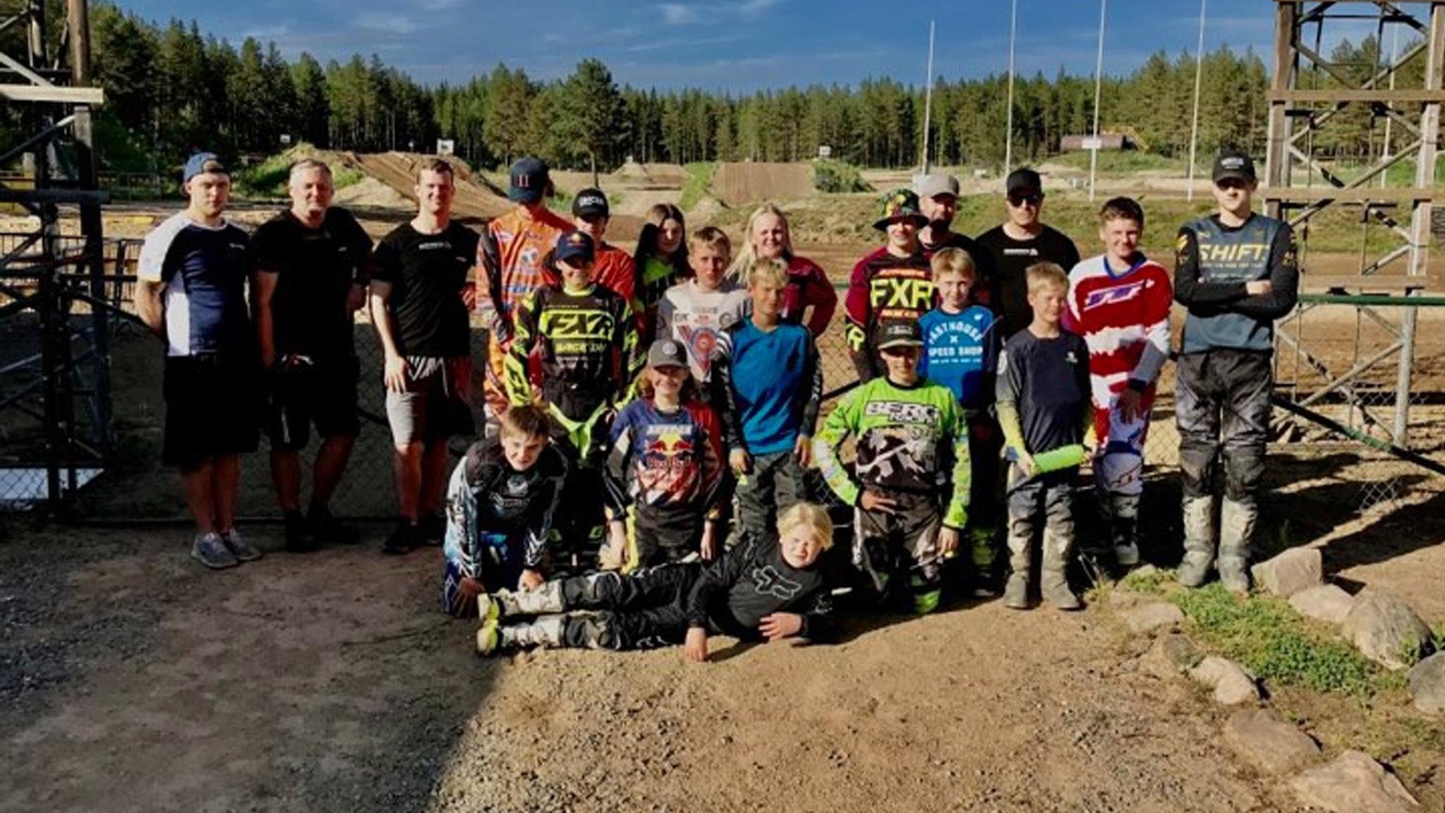 Motocrossungdomar på Lökenebanan utanför Kil i Värmland
