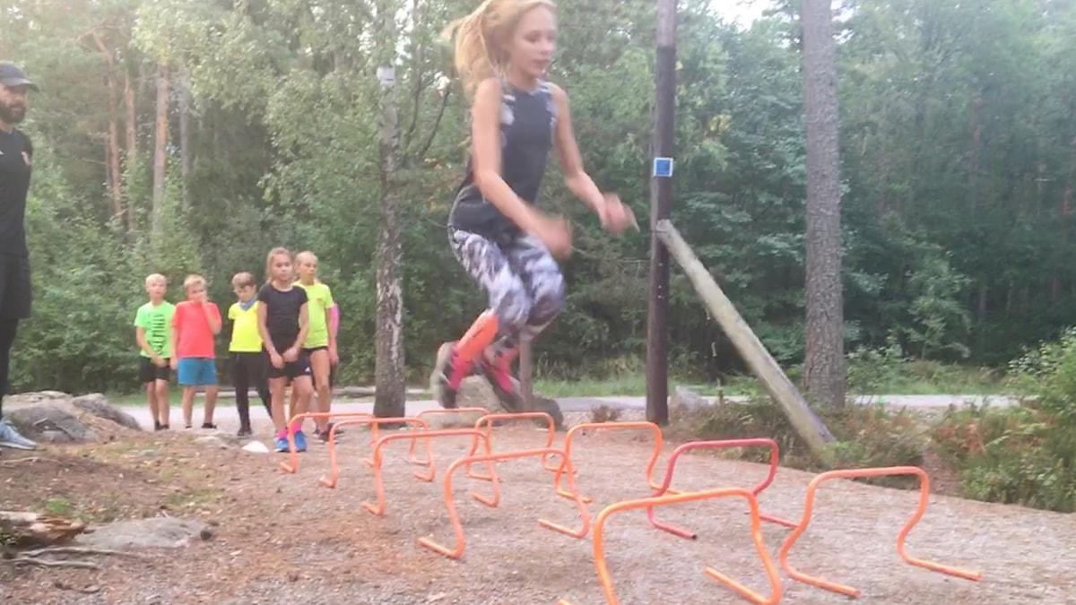Juniorsporten på friidrottsträning. Foto: Linn Nenzén/SR