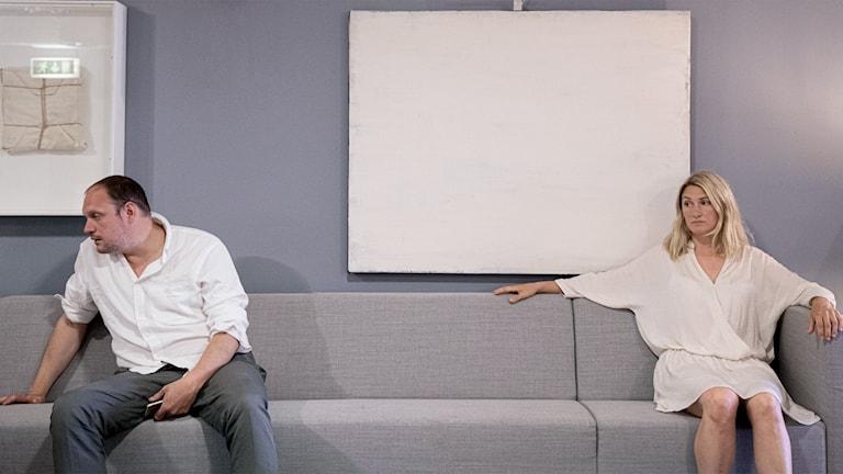Jonatan Unge och Sissela Benn som Ingemar och Liv i nya humorserien i P4 Skärvor av ett äktenskap med start 30 juli. Foto: Pontus Bergman
