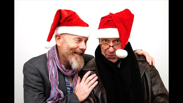 Ring Jultomten. Pelle Lindblom och Kjell Peder Johanson. Foto: Stig-Arne Nordström/Sveriges Radio