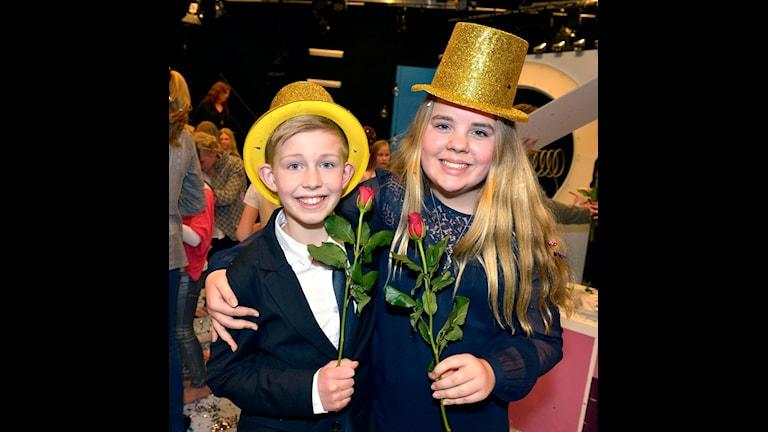 Glada finalvinnare i Vi i femman 2014 var Otto Åberg och Hedda Roswall från Norrbackaskolan i Visby. Foto: Carl-Johan Söder/SVT.