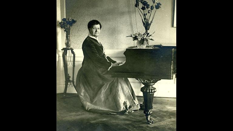 Laura Netzel.