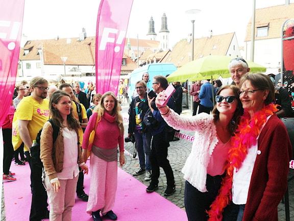 Min granne, partiledaren, Gudrun Schyman i Simrishamn. Foto: Måns Mosesson/Sveriges Radio