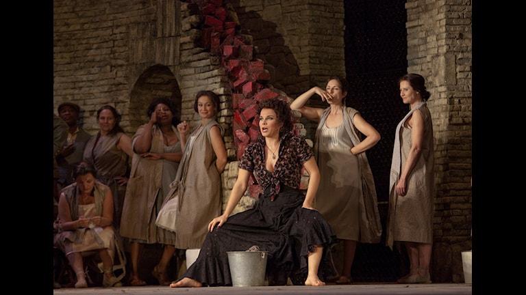Elina Garanca spelar Carmen. Foto: Ken Howard/Metropolitan Opera