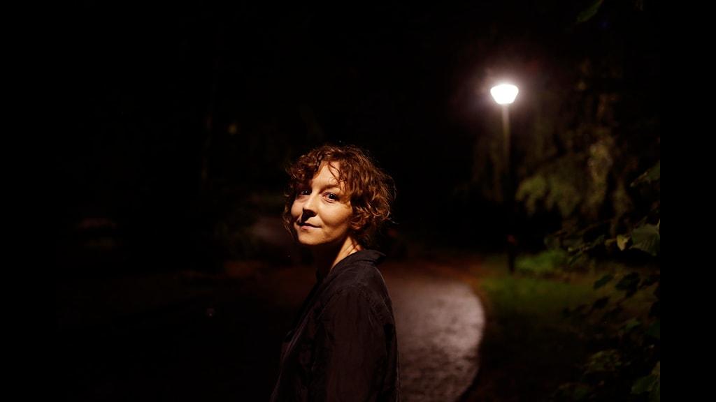 Emmy Rasper, programledare och producent för podden Psyket. Foto: Henrik Brunnsgård/Sveriges Radio