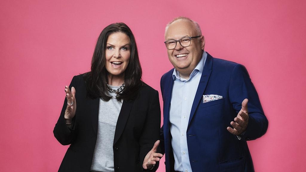 Titti Schultz och Lasse Persson i P4 Extra delade ut prischecken under Världens Barn-galan 1 oktober 2021.