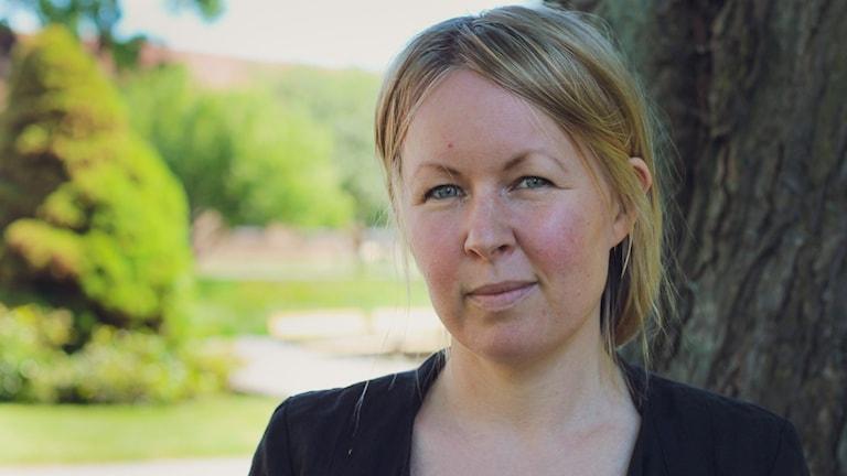 TV-tuottaja Lina Puranen kertoo kesäpuheessaan lapsuudestaan ja työstä televisiosarja Kova työ parissa.