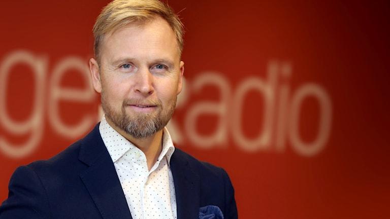 Nu blir Sveriges Radios sändningar starkare i Växjöområdet tack vare nya radiosändare. – Vi är glada att Växjöborna nu kan lyssna på Sveriges Radio på ett bra sätt, säger Marcus Sjöholm, kanalchef SR Kronoberg.