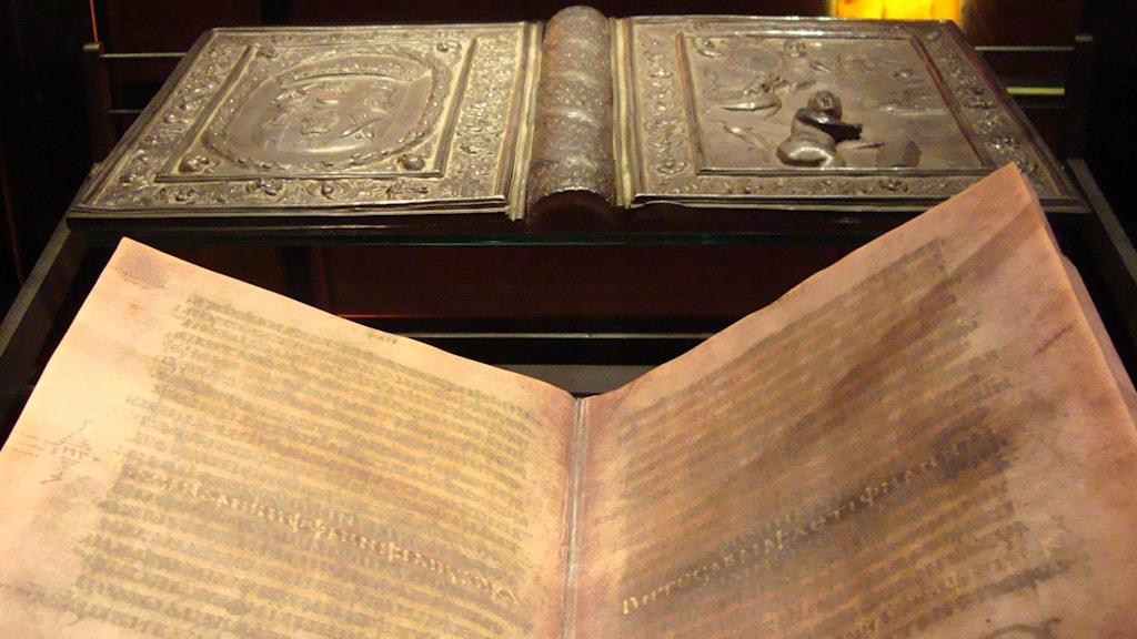 I en tvådelad dokumentär får vi hela berättelsen om vad som hände när den 1500 år gamla gotiska Silverbibeln stals från Carolina Redeviva i Uppsala en aprildag 1995. Foto: Lars Munkhammar