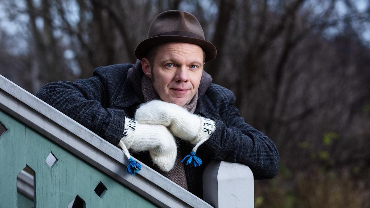 Olof Wretling, skådespelare och komiker, är en av årets värdar i Vinter i P1.