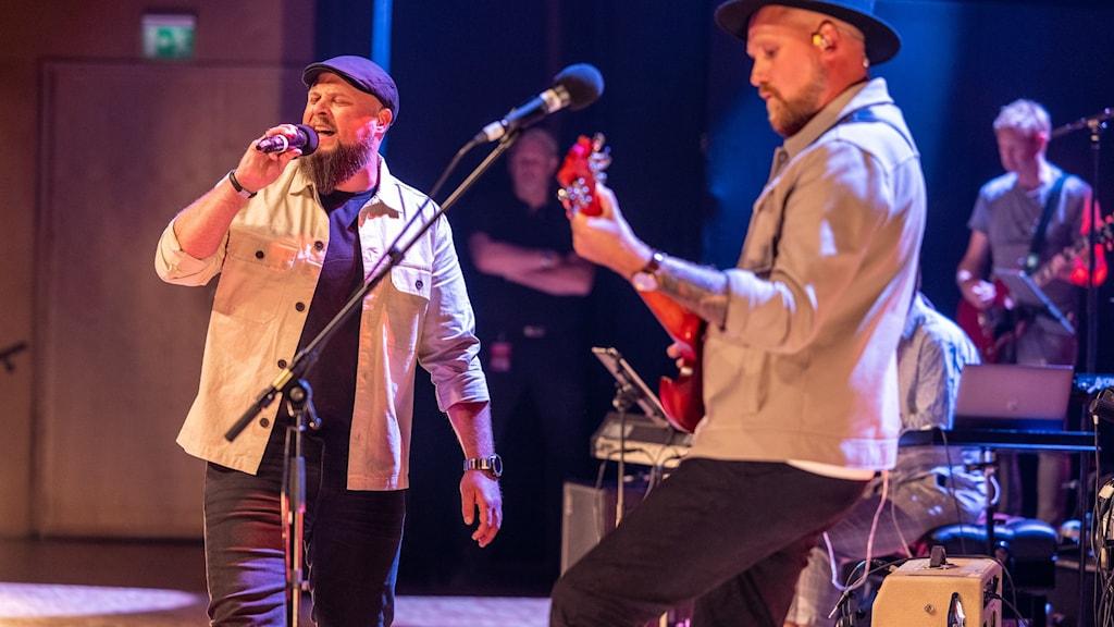 """Duon M.W vann P4 Nästas riksfinalen med bidraget """"Feels"""" och består av vännerna Adam Warnskog och Mattias Åström från Skövde. Foto: Mikael Grönberg/Sveriges Radio"""